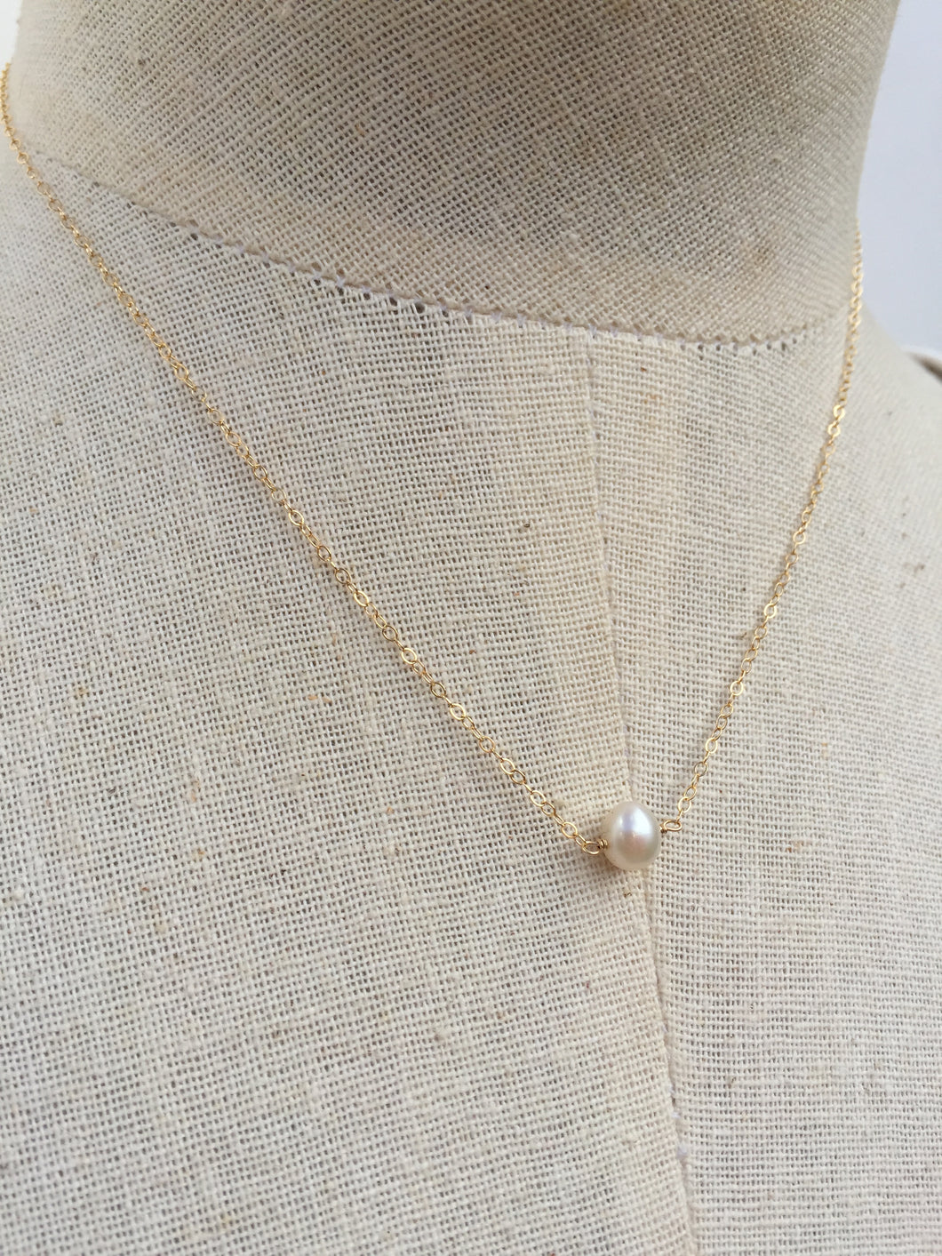 Single Pearl Necklace gold chain
