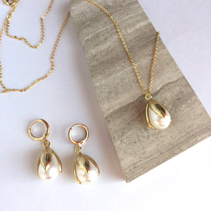 Single Pearl Tulip drop / Gold chain necklace Earring set