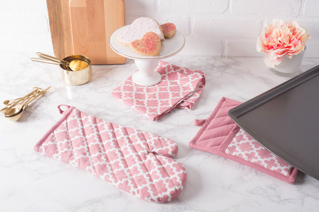 DII Rose Lattice Oven Mitt & Potholder Set