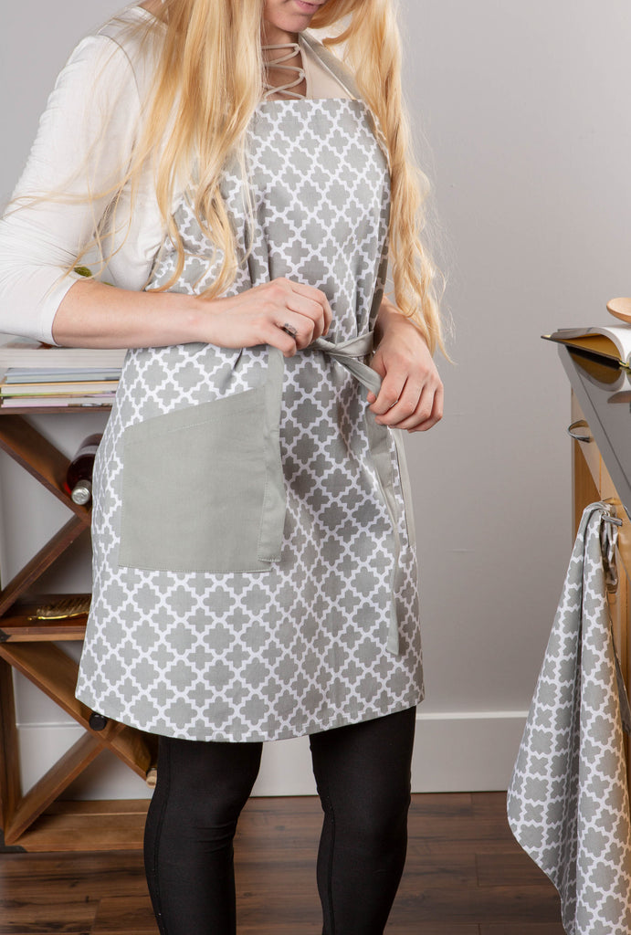 DII Gray Lattice Print 2-Pocket Apron