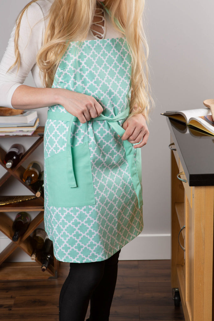 DII Aqua Lattice Print 2-Pocket Apron