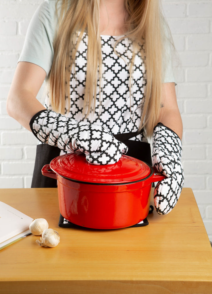 DII White Lattice Print 2-Pocket Apron