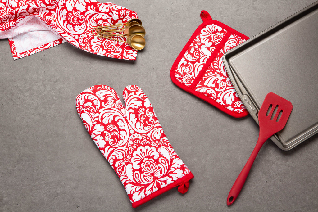 DII Tango Red Damask Ovenmitt & Potholder Set
