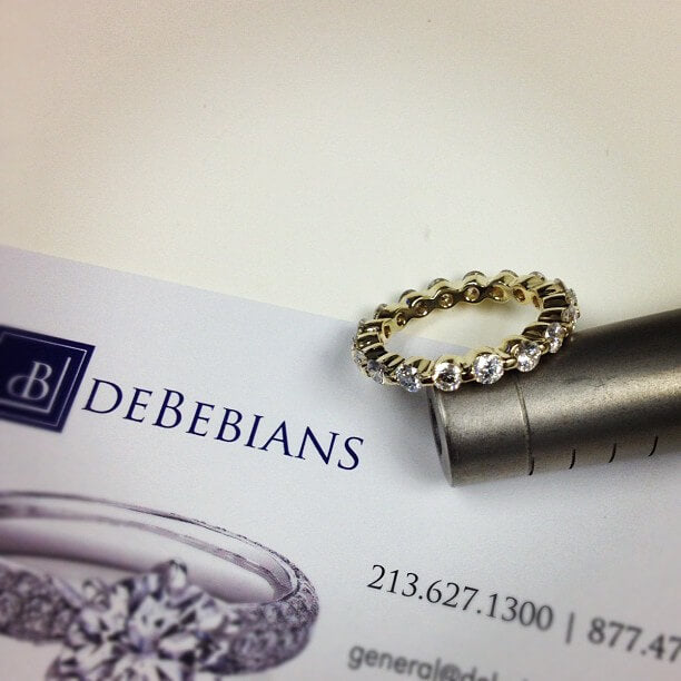 single prong eternity ring in yellow gold