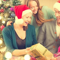 Christmas_holiday_gift_family_happiness_happy_pic
