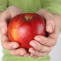 apple_red_green_woman_hands_pic