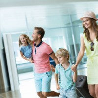 ariport _family_travel_luggage_kids_mom_dad_pic