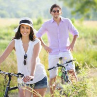 couple_man_woman_bike_ride_nature_healthy_sunshine_smile_happy_pic