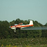 crop_duster_pesticides_nonorganic_field_plane_fly_pic