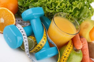 exercise_weight_loss_measuring_tape_juice_veggies_fruit_pic