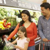 family_daughter_parents_grocery_store_vegetables_healthy_shopping_pic