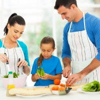 family_daughter_parents_salad_food_healthy_teach_together_pic