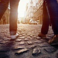 friends_pants_shoes_people_cobblestones_walk_city_old_fun_travel_pic