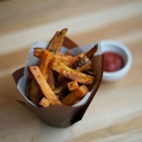 garlic_oregano_yam_fries_homemade_vegan_sweet_potato_pic