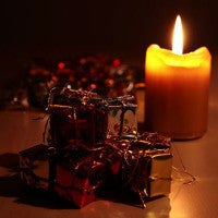 gifts_candle_flame_light_shine_dark_pic