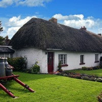 ireland_irish_traditional_home_house_thatch_grass_pic