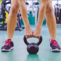 kettlebell_swing_exercise_weights_workout_gym_woman_muscle_pic