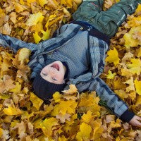 laughter_boy_leaves_fall_autumn_fun_pic