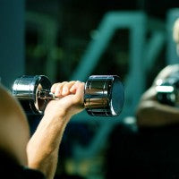 man_dumbbell_bicep_curl_muscle_build_weight_training_pic