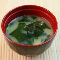seaweed_miso soup_red bowl_miso_soup_pic