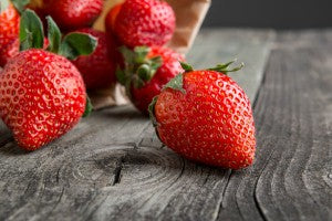 strawberries_wood_table_pic