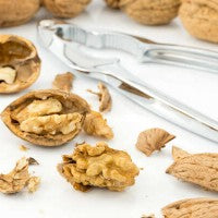 walnuts_nutcracker_magnesium_healthy_pic