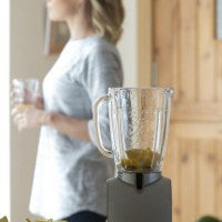woman_blender_smoothie_calm_drinking_pic