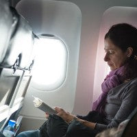 woman_plane_work_read_travel_pic