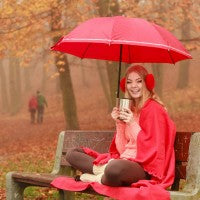 woman_umbrealla_red_happy_autum_fall_bench_drinking_drink_jacket_cool_pic