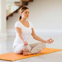 woman_yoga_meditate_relax_destress_mat_home_pic