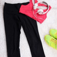 workout_yoga_pants_headphones_shoes_sports_bra_exercise_pic