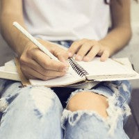 writing_girl_pen_notebook_pic