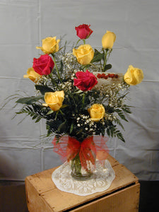 EA 1301 Splendid red and yellow rose Big 10 arrangement