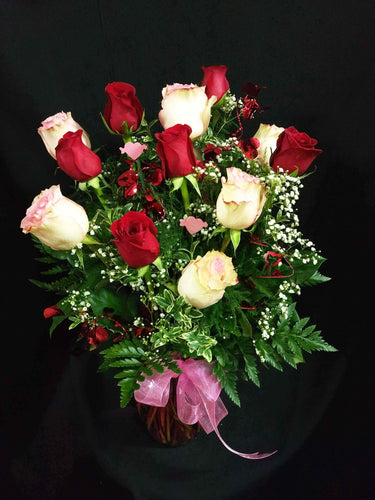 EA 1271 Cupid mix of red and white roses