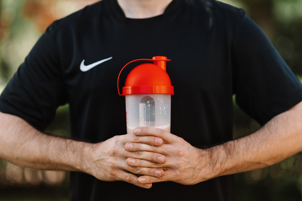 How Many Protein Shakes a Day to Lose Weight or Gain Muscle? Advice for Women, Men & Bodybuilders.