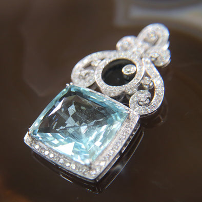 Natural Aquamarine pendant in 18k White Gold and Diamonds - 19.0g L53.0 W31.0 D9.0mm