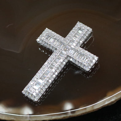 Natural Diamond Cross set in 18k White Gold - 16.99g L47.5 W32.9 D6.4mm