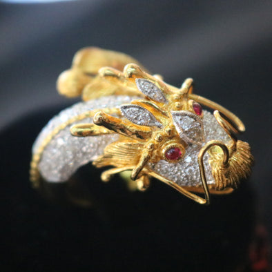 Dragon Feng Shui ring in 18k yellow gold, natural diamonds & rubies 20.27g size US9 L26.2 W36.0 D33.9mm