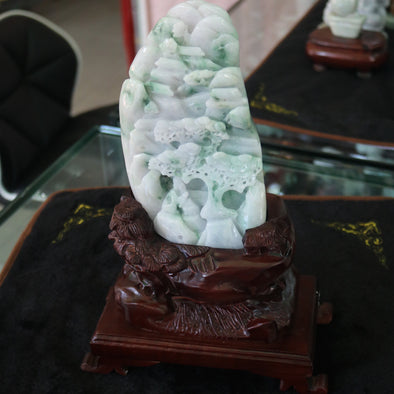 Type A Burmese Jade Green and Lavender Shan Sui Display - 1131.39g L110.0 W185.0 D44.0mm