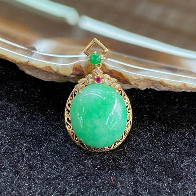 Type A Burmese Jade Jadeite 18K Yellow Gold - 2.29g 23.7 by 14.1 by 7.6mm