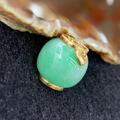 Type A Burmese Jade Jadeite 18k yellow gold Lu Lu Tong Barrel - 7.15g 15.0 by 15.3 by 15.3mm