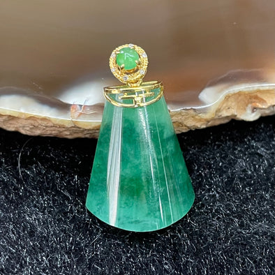 Type A Burmese Jade Jadeite Pendant set in 18k yellow gold - 3.28g 18.9 by 15.1 by 6.9mm