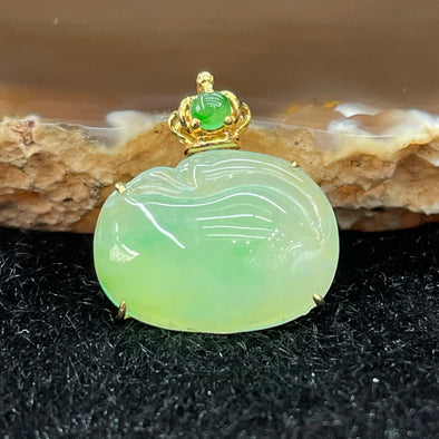Type A Burmese Ruyi Jade Jadeite Pendant 18k Yellow gold - 2.82g 16.8 by 12.5 by 5.8mm