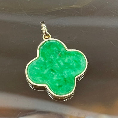 Type A Burmese Jade Jadeite Lucky Clover set in 18k gold pendant - 1.32g 17.0 by 15.0 by 1.9mm