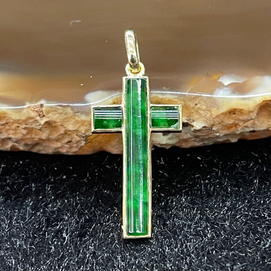 Type A Burmese Jade Jadeite Cross set in 18k yellow gold - 0.9g 21.7 by 10.8 by 1.8mm