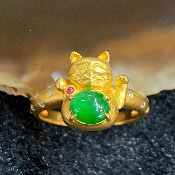 Type A Burmese Jade Jadeite Fortune Cat 18k yellow gold - 4.61g Fortune cat 11.9 by 11.2 by 6.8mm inner diameter 16.9mm US6.5 HK14.5