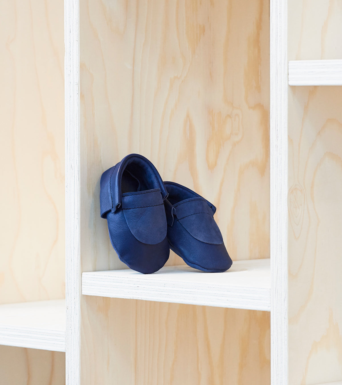 Halfmoon Moccs Navy, made in Switzerland