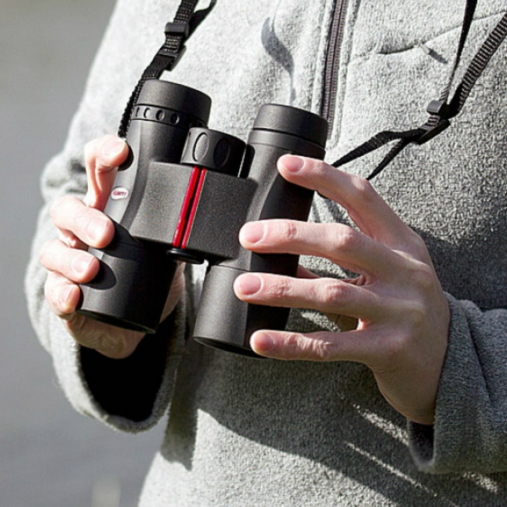 Kowa 8X32 SV Roof Prism Binoculars In Use