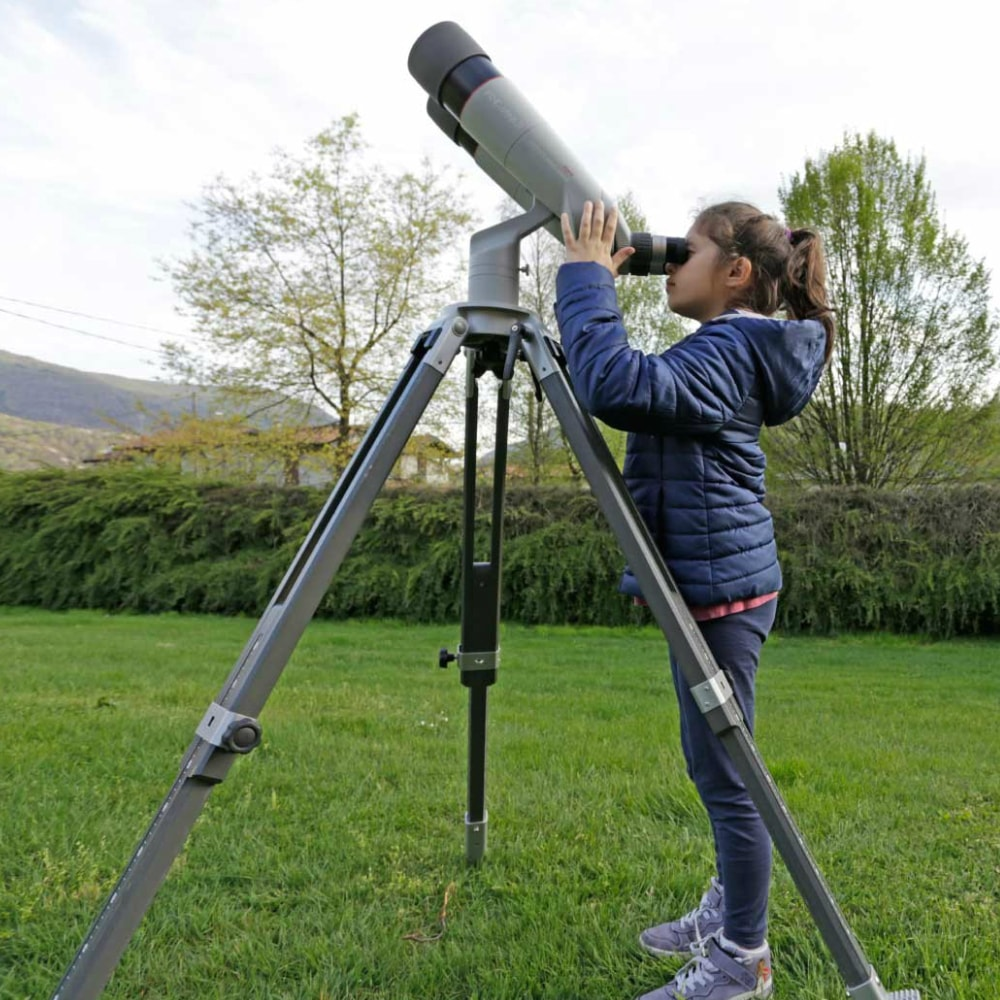 Kowa_High_Lander_On_Tripod_In_Use_By_Girl