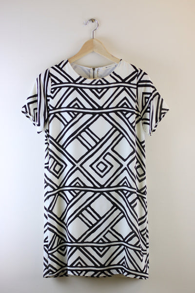 Everly Jess Geo Print Shift Dress Size S - Talis Collection